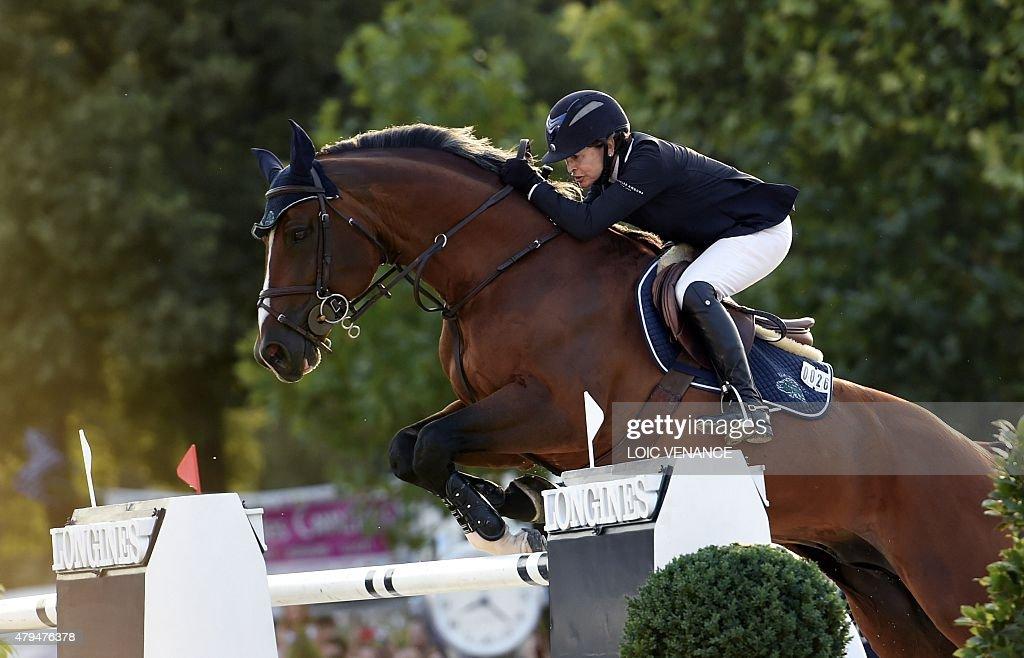 FRANCE-EQUESTRIAN-EIFFEL-JUMPING : News Photo