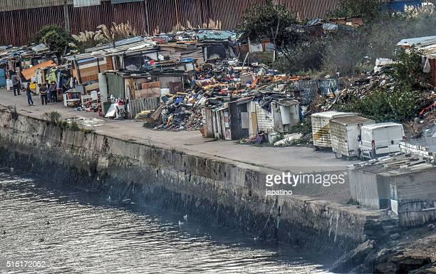 marginal shanty town - croce rossa organizzazione foto e immagini stock