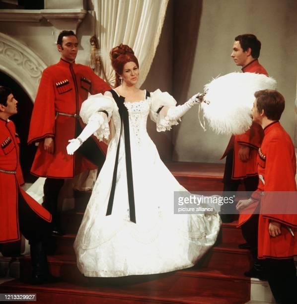Margit Schramm die in den 70er Jahren als strahlende Operettendiva bekannt war ist am 12 Mai im Alter von 60 Jahren in München verstorben Allein als...