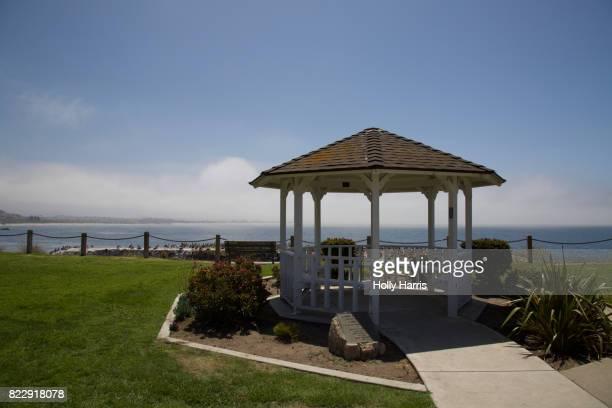 margo dodd park, overlook of a coastal bluff, gazebo - ピスモビーチ ストックフォトと画像
