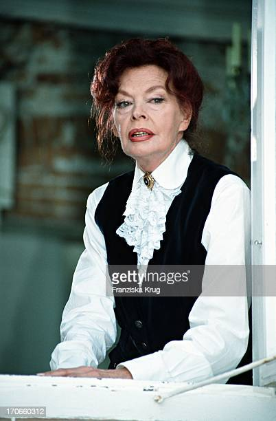 Margot Hielscher Bei Dreharbeiten Zum Tv Film 'Der Nelkenkönig'