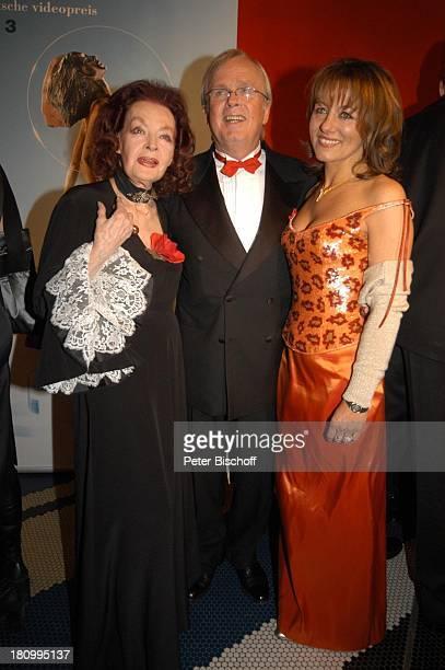 Margot Hielscher Ulrich Scheele Ehefrau Karin Aster 13 Verleihung 'Deutscher Videopreis 2003''Diva' München Deutsches Theater Ankunft Roter Teppich...