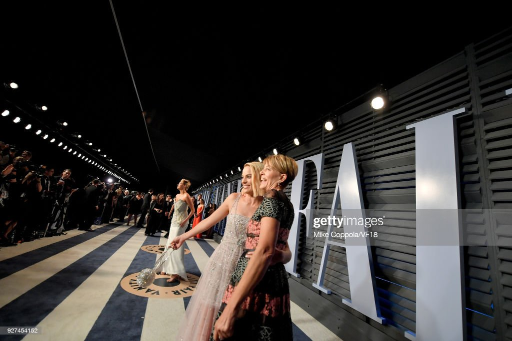 Margot Robbie (L) and Sarie Kessler attend the 2018 Vanity Fair Oscar Party hosted by Radhika Jones at Wallis Annenberg Center for the Performing Arts on March 4, 2018 in Beverly Hills, California.