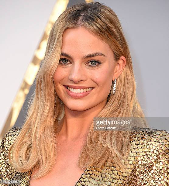 Margot Robbie arrives at the 88th Annual Academy Awards at Hollywood Highland Center on February 28 2016 in Hollywood California