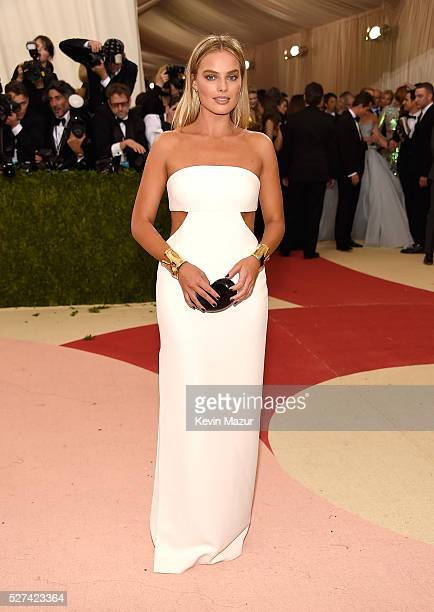 Margot Robbie attends 'Manus x Machina Fashion In An Age Of Technology' Costume Institute Gala at Metropolitan Museum of Art on May 2 2016 in New...