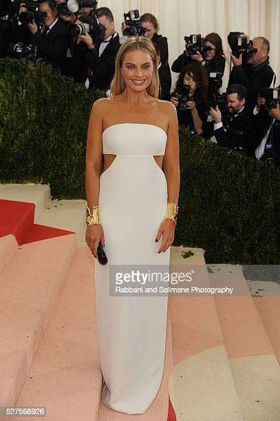 Margot Robbie attends Manus x Machina Fashion In An Age Of Technology Costume Institute Gala at