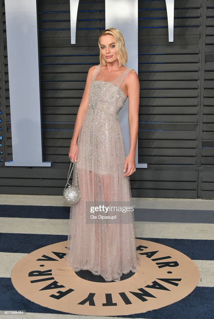 Margot Robbie attends the 2018 Vanity Fair Oscar Party hosted by Radhika Jones at Wallis Annenberg Center for the Performing Arts on March 4, 2018 in Beverly Hills, California.