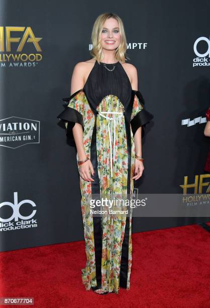 Margot Robbie attends the 21st Annual Hollywood Film Awards at The Beverly Hilton Hotel on November 5, 2017 in Beverly Hills, California.