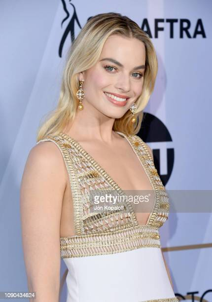 Margot Robbie attends the 25th Annual Screen ActorsGuild Awards at The Shrine Auditorium on January 27 2019 in Los Angeles California
