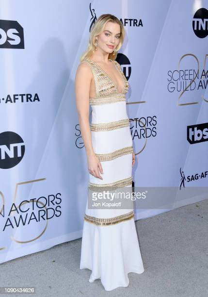 Margot Robbie attends the 25th Annual Screen Actors Guild Awards at The Shrine Auditorium on January 27 2019 in Los Angeles California