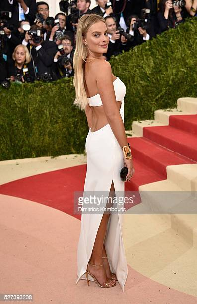 """Margot Robbie attends the """"Manus x Machina: Fashion In An Age Of Technology"""" Costume Institute Gala at Metropolitan Museum of Art on May 2, 2016 in..."""