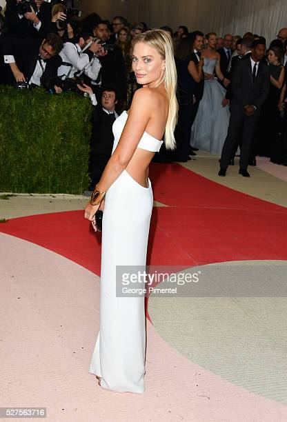 Margot Robbie attends the 'Manus x Machina Fashion in an Age of Technology' Costume Institute Gala at the Metropolitan Museum of Art on May 2 2016 in...