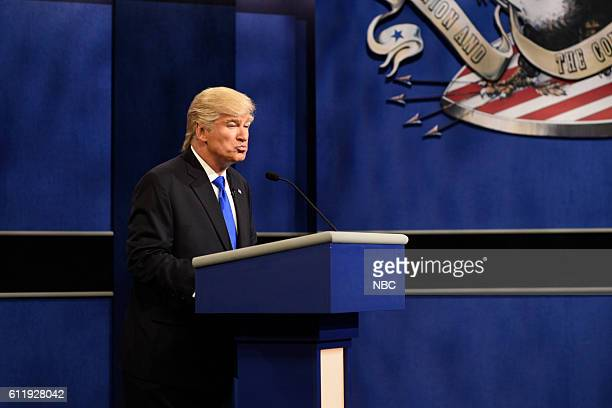 LIVE Margot Robbie Episode 1705 Pictured Alec Baldwin as Republican Presidential Candidate Donald Trump during the Debate Cold Open sketch on October...