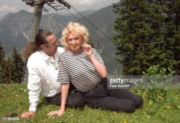 Margot Werner Ehemann Jochen Litt Hotel Berwanger Hof Berwangen Tirol sterreich Europa Wiese Natur Sängerin Schauspielerin MW/PBE Sc