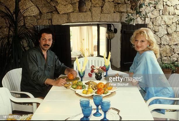 Margot Werner Ehemann Jochen Litt SardinienUrlaub Costa Smeralda Italien Europa Reise Frühstück Essen Obst Schauspieler Sängerin PBE/JB