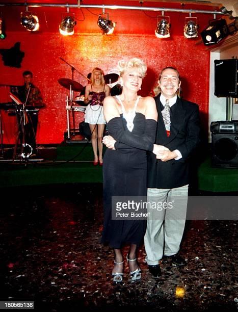 Margot Werner Ehemann Jochen LittHomestory Hotel Berwanger HofBerwangen/Tirol/ sterreich Band Musiktanzen umarmen Tanz Umarmung MusikerInstrumente...