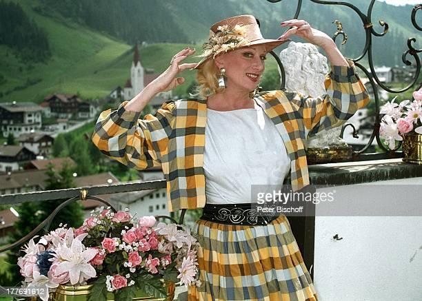 Margot Werner Hotel Berwanger Hof Berwangen Tirol sterreich Europa Hut Blumen Ohrring Schmuck Sängerin Schauspielerin MW/PBE Sc