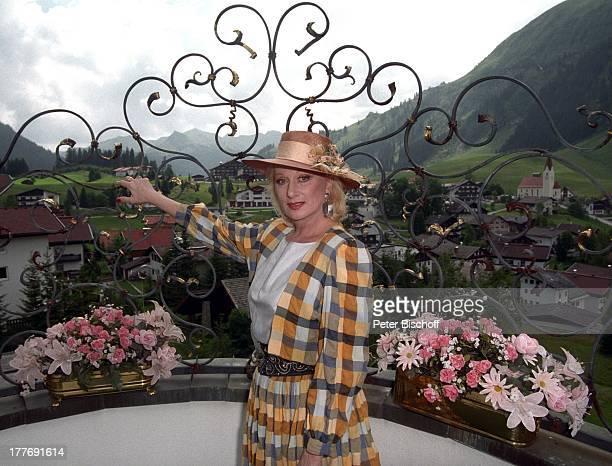 Margot Werner Hotel Berwanger Hof Berwangen Tirol sterreich Europa Hut Blumen Sängerin Schauspielerin MW/PBE Sc