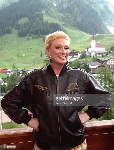 Margot Werner Hotel Berwanger Hof Berwangen Tirol sterreich Europa Movie Classics Tour 94 Lederjacke Ohrrinnge Schmuck Blumen Sängerin Schauspielerin...