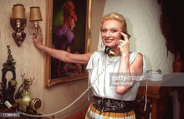 Margot Werner Hotel Berwanger Hof Berwangen Tirol sterreich Europa telefonieren Telefon historisch Lampe Wandlampe Sängerin Schauspielerin MW/PBE Sc