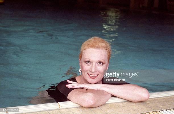 Margot Werner Hotel Berwanger Hof Berwangen Tirol sterreich Europa Pool SwimmingPool Wasser Ohrringe Schmuck Sängerin Schauspielerin MW/PBE Sc