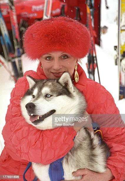 Margot Werner Hotel Berwanger Hof Berwangen Tirol sterreich Europa Europa Schnee Winter Mütze Pelzmütze Hund Tier Husky Schauspielerin Sängerin MW/PBE