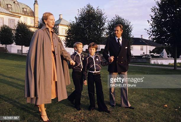Margrethe And Henrik Of Denmark At Fredensborg Castle Au Danemark au château de Fredensborg en octobre 1978 de gauche à droite la Reine Margrethe II...