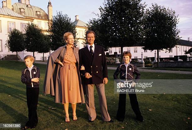 Margrethe And Henrik Of Denmark At Fredensborg Castle Au Danemark au château de Fredensborg en octobre 1978 de gauche à droite son fils Joachim la...