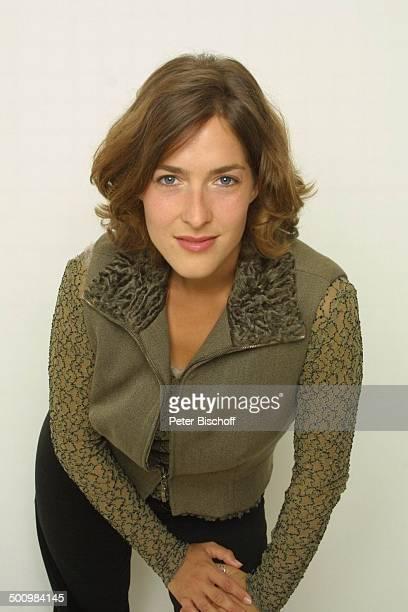 "Margrit Sartorius , Halb-Portrait, geb.: , Sternzeichen: Jungfrau,Studio-Aufnahmen, neben den Dreharbeiten zum ZDF-Film ""Papa und Mama"", Petersberg,..."
