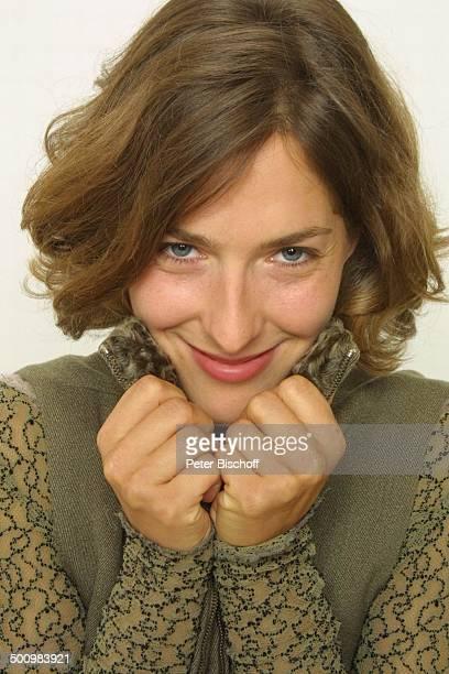 Margrit Sartorius Portrait geb Sternzeichen Jungfrau StudioAufnahmen neben den Dreharbeiten zum ZDFFilm Papa und Mama Petersberg Königswinter bei...