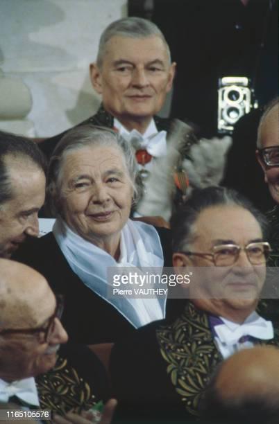 Marguerite Yourcenar, première femme élue membre de l'Académie Française le 6 mars 1980, lors de sa réception à l'Institut
