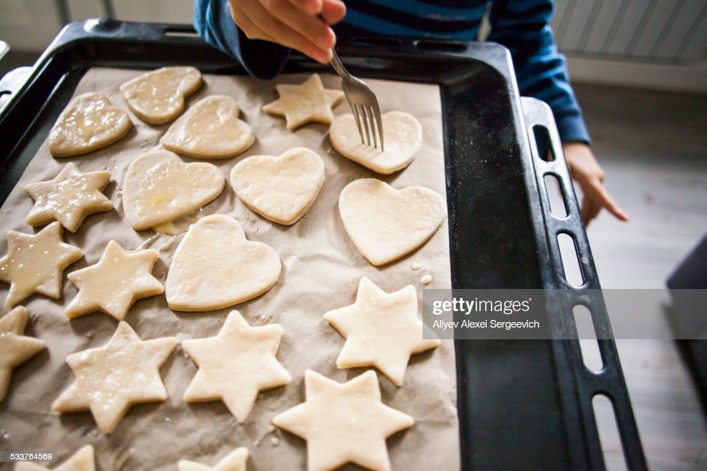 Mari boy baking cookies in kitchen : Foto stock