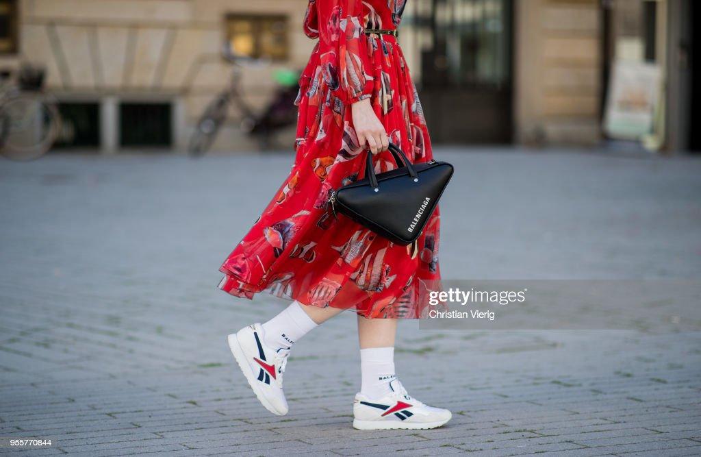 Street Style - Duesseldorf - May 6, 2018 : News Photo