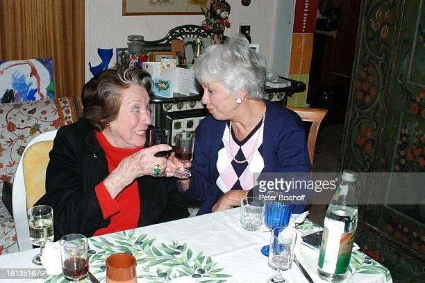 Maria Becker Maria Sebaldt FamilienFeier zum 90 Geburtstag von R o b e r t F r e i t a g Homestory Grünwald bei München Deutschland