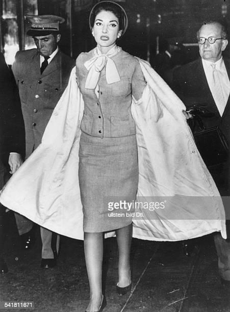 Maria Callas *-+Sängerin, Sopran, USA / Griechenland- Ankunft auf dem Flughafen in London- 22.09.59