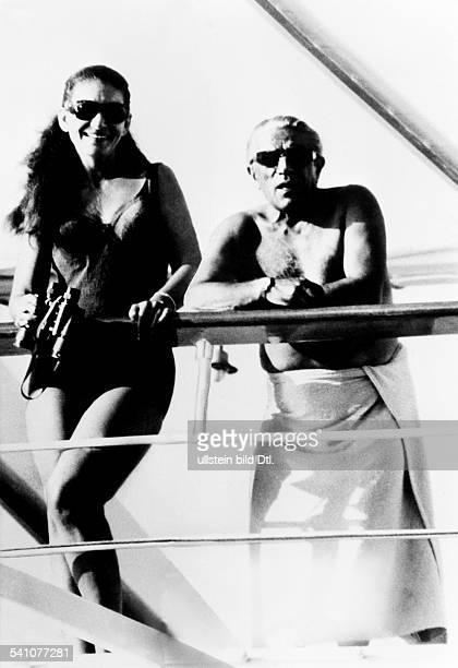 Maria Callas *-+Sängerin, Sopran, USA / Griechenland- mit Aristoteles Onassis in Badekleidungauf der Yacht 'Christina'- Juli 1959