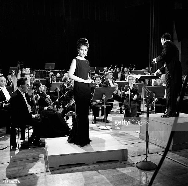 Maria Callas accompanied by the National orchestra of the ORTF managed by Georges Prtre in the studio 102 of the Maison de la Radio for the...
