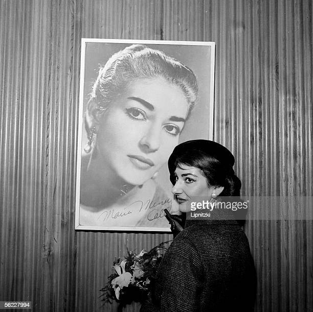 Maria Callas , Greek opera singer, dedicating her portrait. Paris, January 16, 1958.