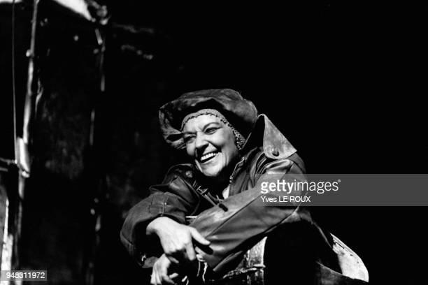 Maria Casares dans la pièce de théâtre Mère courage le 5 avril 1969 à Paris France