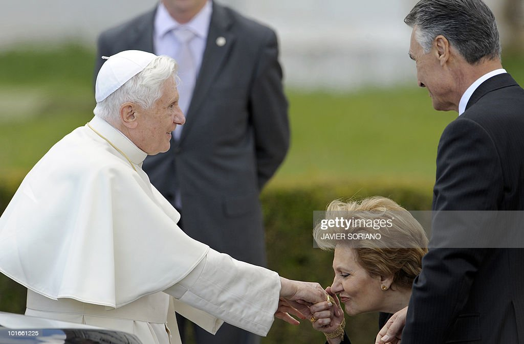 Maria Cavaco Silva (C), the wife of Portuguese President Anibal Cavaco Silva (R), kisses the hand of Pope Benedict XVI during a visit to the Jeronimos Monastery in Lisbon, on May 11, 2010. Pope Benedict XVI makes a official visit to Portugal, on May 11-14.