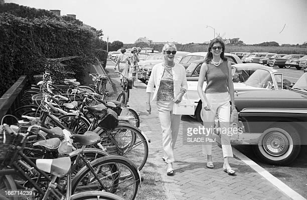 Maria Cooper And Her Mother Veronica'Rocky'Balfe In Southampton EtatsUnis Southampton août 1961 Veronica ROCKY BALFE épouse de l'acteur Gary Cooper...