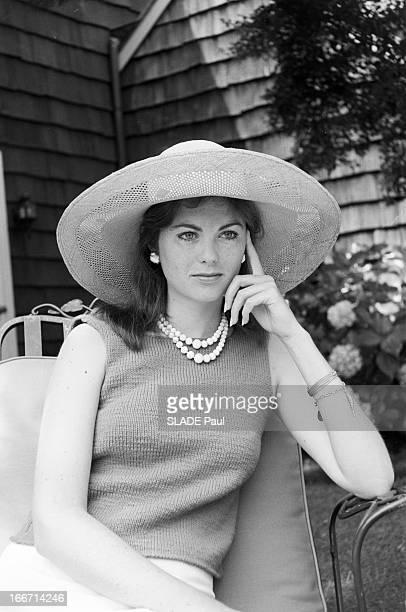 Maria Cooper And Her Mother Veronica'Rocky'Balfe In Southampton EtatsUnis Southampton août 1961 Maria Veronica COOPER fille de de l'acteur Gary...