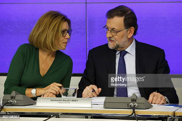 Maria Dolores de Cospedal secretarygeneral of the People's Party left speaks with Mariano Rajoy Spain's prime minister during a meeting of the...