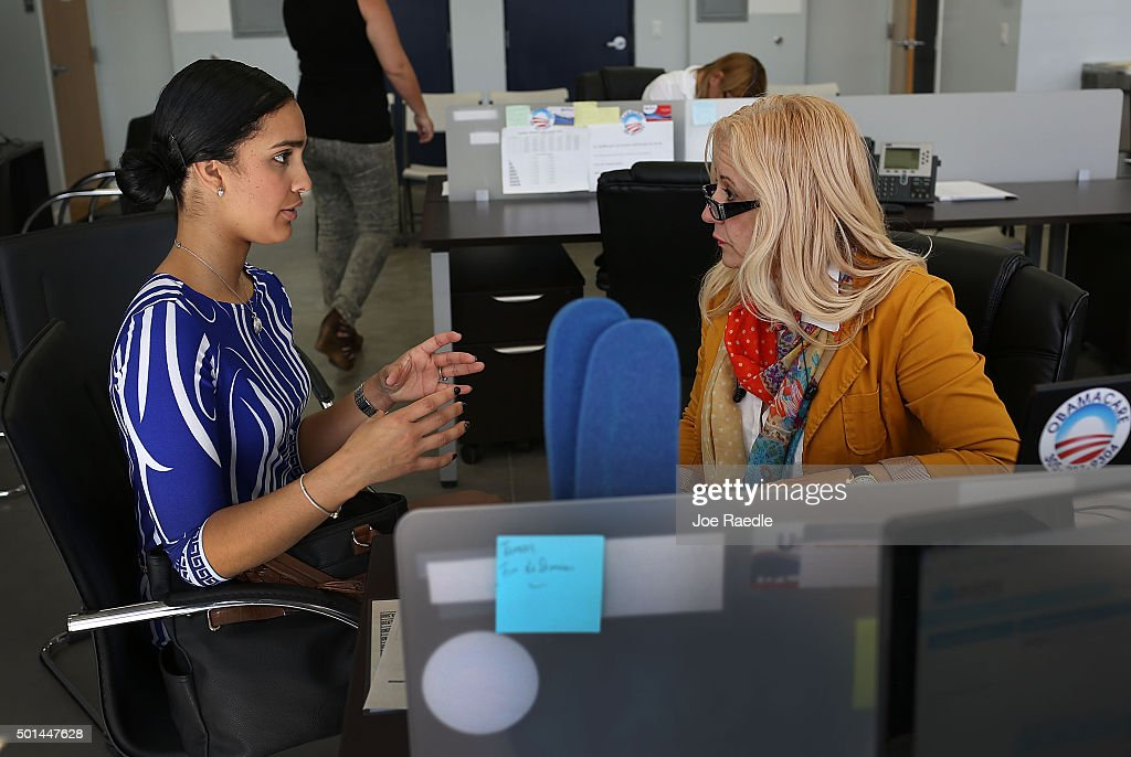 Maria Elena Santa Coloma ,(R) an insurance advisor with UniVista Insurance company, helps Shessy Gonzalez sign up for a health plan under the Affordable Care Act, also known as Obamacare, on December 15, 2015 in Miami, Florida. Today, is the deadline to sign up for a plan under the Affordable Care Act for people that want to be insured on January 1, 2016.