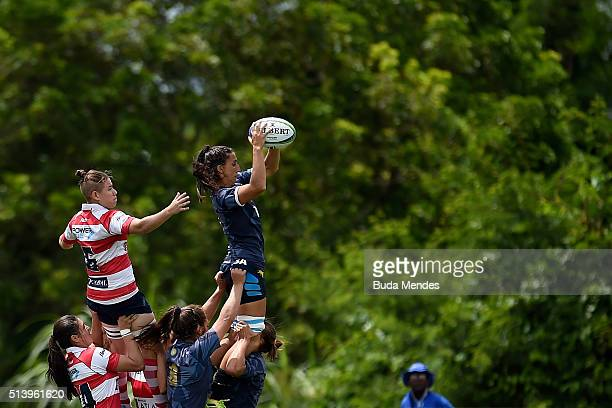 Maria Eugenia Botelli of Argentina battles for the ball against Lucero Viveros of Paraguay during the International Womens Rugby Sevens - Aquece Rio...
