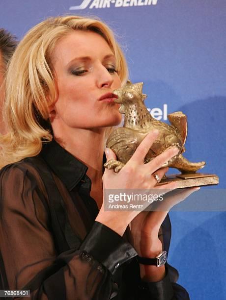 Maria Furtwaengler receives the Goldene Henne award at the Friedrichstadtpalast on September 19 2007 in Berlin Germany
