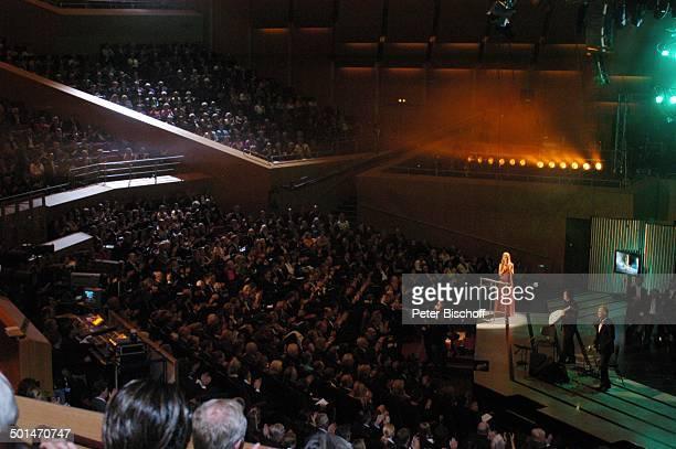 Maria FurtwänglerBurda und Publikum ZDFShow 'Echo Klassik 2006' Philharmonie im Gasteig München Bayern Deutschland Europa Auftritt Bühne Zuschauer...