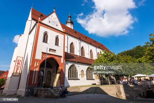 maria himmelfahrt church in city landsberg am lech, bavaria, germany - landsberg am lech stock pictures, royalty-free photos & images