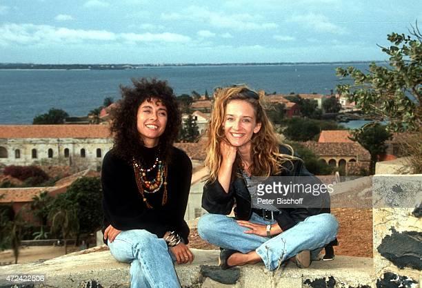 """""""Maria Ketikidou, Caroline Schröder, ARD-Serie """"""""Sterne des Südens"""""""" am auf Gefängnis-Insel Goree in Dakar m Senegal. """""""