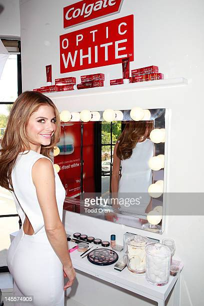Maria Menounos poses at the Colgate Optic White Beauty Bar at Nine Zero One Salon With Skintimate Fake Bake and Cetaphil Produced by BMF Media Day 1...
